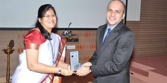Dr. Nidhi felicitating Dr. Santosh, COO with memento