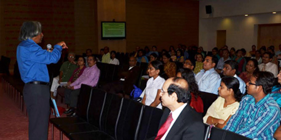 Dr. Barnali Das presenting a memento to Dr. Avinash Phadke